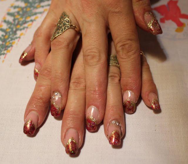Elämän ihastukset ja vihastukset: Joulukynnet French manicure by water marbeling, Christmas nails