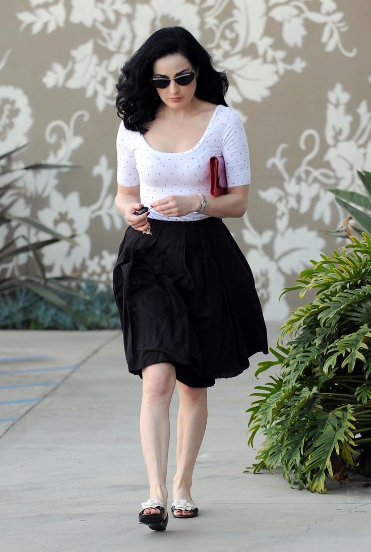 Dita Von Teese casual style  why have I not done a black skirt w/ white T ?