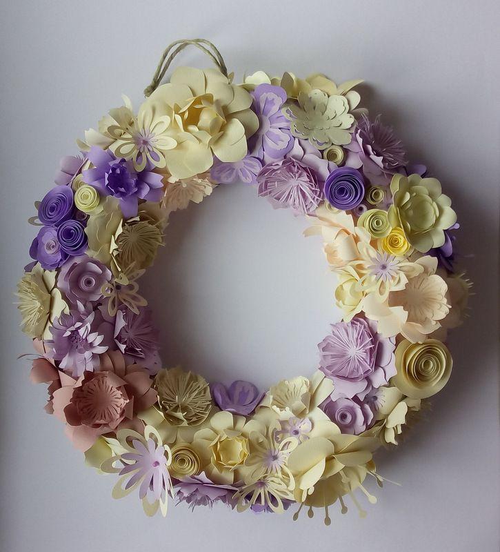ghirlanda realizzata con fiori di carta  idea regalo per pasqua aester wreath guirnalda pascua