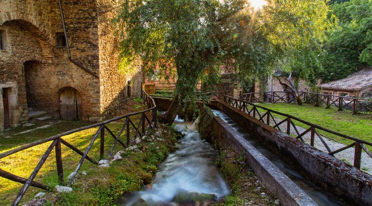 Rasiglia :casette, ruscelli, mulini, grotte, cascate. E' in Umbria il Borgo Incantato