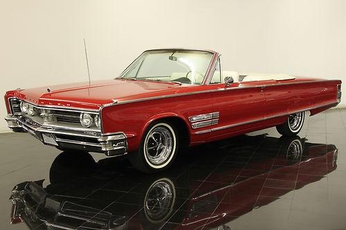 Un Chrysler 300 de 1966 convertible. Sólo se produjeron 2.500. ¿Cómo se verá un Chrysler 300 2013 en esta versión?