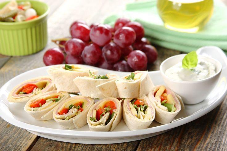 Sprawdzony przepis na Zawijane kanapki na każdą imprezę. Wybierz sprawdzony przepis eksperta z wyselekcjonowanej bazy portalu przepisy.pl i ciesz się smakiem doskonałych potraw.