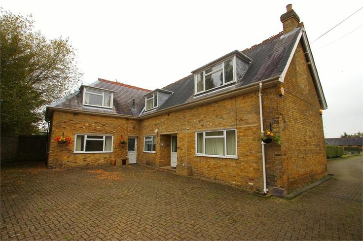 To Let Wood Lane , Iver £1,395 Freehold