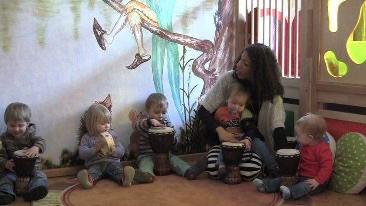 Trommeln mit den Krippenkindern ( Musikkindergarten Kita Bunte Töne)