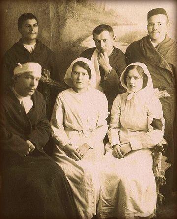 Tatars. Сестры Саиновы среди раненых и больных мусульманского военного госпиталя. Казань, 1915 г.