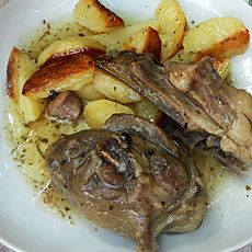 Αρνί λεμονάτο με πατάτες - Arni lemonato me patates (baked lamb with lemon and potatoes)