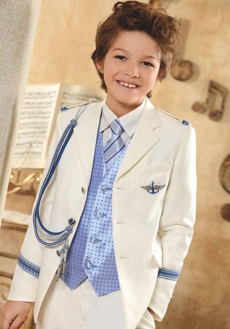 Traje Primera #Comunion de niño. Modelo marinero en blanco con complementos en azul, de #ElCorteIngles