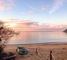 Visita http://ift.tt/1NHxzN3  Buongiorno dalla spiaggia di #Procchio nello scatto di @cicepezz. Continuate a taggare le vostre foto con #isoladelbaapp il tag delle vostre vacanze all'#isoladelba.