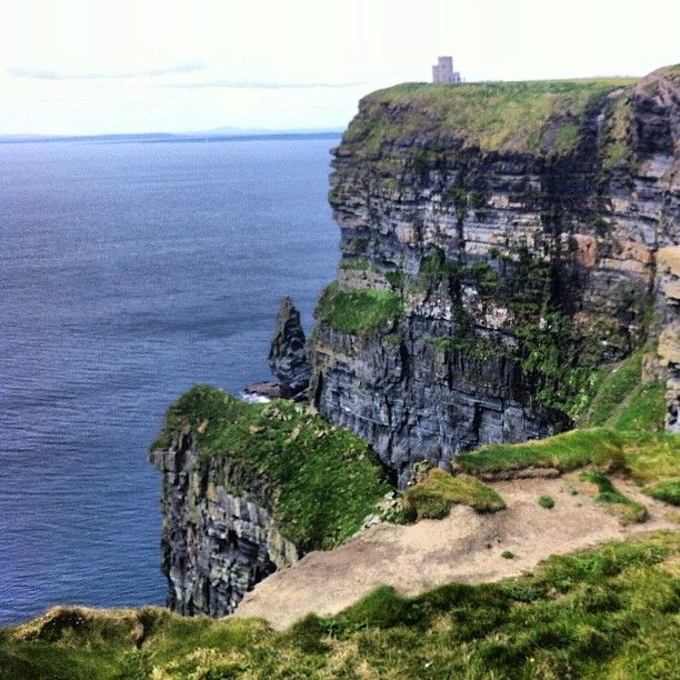 Take a day trip to the Cliffs of Moher #travel #dublin