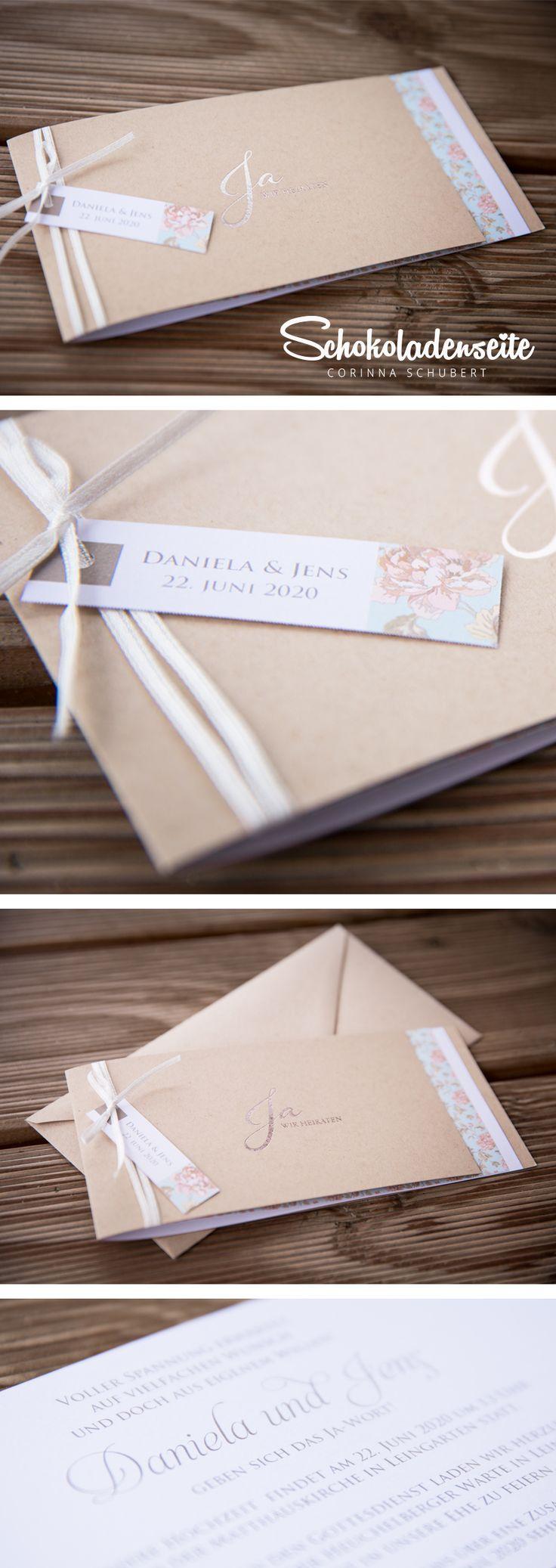 """Hallo Ihr Mäuse, hier habe ich noch eine unserer wunderschönen Hochzeitseinladungen mit hellem Kraftkarton. <3 Der Einleger ist mit einem verspielten Blumenmuster geziert. Zusamen mit dem Schleifchen, und dem kleinen Anhänger ist diese Karte ein echter Hingucker. <3 Die Silberfolienprägung """"Ja WIR HEIRATEN!"""" ist hierbei das Tüpfelchen auf dem i. <3  #Schokoladenseitekarten #love #wedding #vintage #beautiful #invitation #hochzeitseinladung #hochzeit #weddinginvitation #silver"""