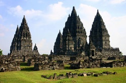 Prambanan temple complex. The temple was first built at the site around 850 by Rakai Pikatan and expanded extensively by King Lokapala and Balitung Maha Sambu, the Sanjaya king of the Mataram Kingdom. www.sunnyindonesia.com.