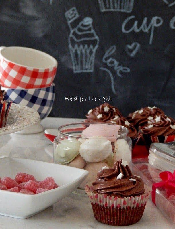 Καλή και γλυκιά εβδομάδα εύχομαι, με σοκολάτα σε μικρή αλλά πολύ συμπυκνωμένη δόση.     Εφτιαξα την Παρασκευή αυτά τα cupcake...