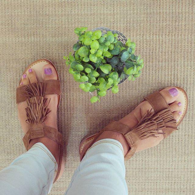 Nos pirran los flecos y en esta sandalia de @gioseppo_official aún más  #Gioseppo #sandalias #boho #flecos #bohochic #etnico #cuero #camel #shopping #moda #newcollection #verano #summer #shoeslovers #lookoftheday #outfitoftheday #bagslover #Noia #Galicia