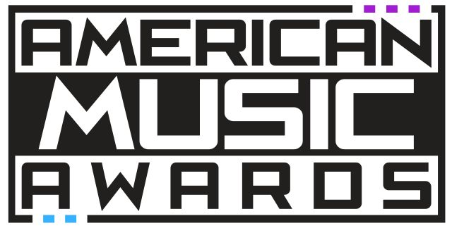 American Music Awards 2015: lista de nominados   La cantante Taylor Swift lidera constantemente las nominaciones a cuanto premio musical existe y los American Music Awards 2015 no son la excepción. La estrella de 25 años encabeza las categorías de este reconocimiento con seis apariciones incluyendo los importantes premios a artista del año y canción del año donde compite con su hit Blank Space. Además aparece en la categoría a mejor colaboración del año por el éxito Bad Blood junto al rapero…