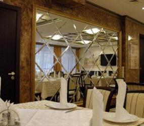 Зеркала в ресторане