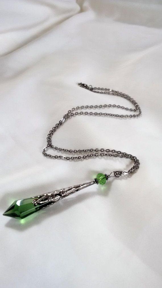 Collana verde cristallo pendolo - vampiro goccia Collana - Crystal Prism pendolo - divinazione collana - gotico Wicca pagana collana-