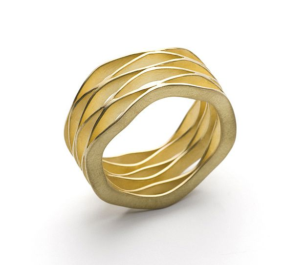 "Contemporary Ring | ""Wave"" 18k Gold Ring by Kazuko KAZUKO NISHIBAYASHI-JP http://www.kaz-ni.de/"