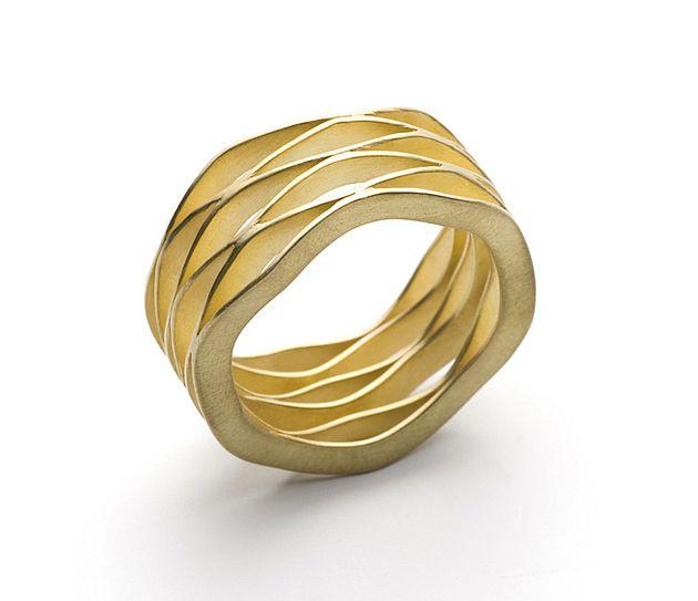 "Contemporary Ring | ""Wave"" 18k Gold Ring by Kazuko KAZUKO NISHIBAYASHI-JP http://www.kaz-ni.de/"