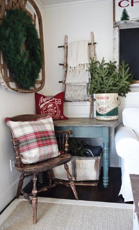 Country Christmas - beautiful Christmas decorating ideas via @jenrizzo