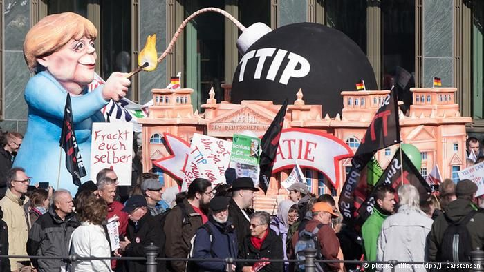"""Free Love - Not Free Trade"": With Obama En Route, 90,000 March Against TTIP Tens of thousands march in city of Hannover, Germany on Saturday ahead of visit by U.S. president"