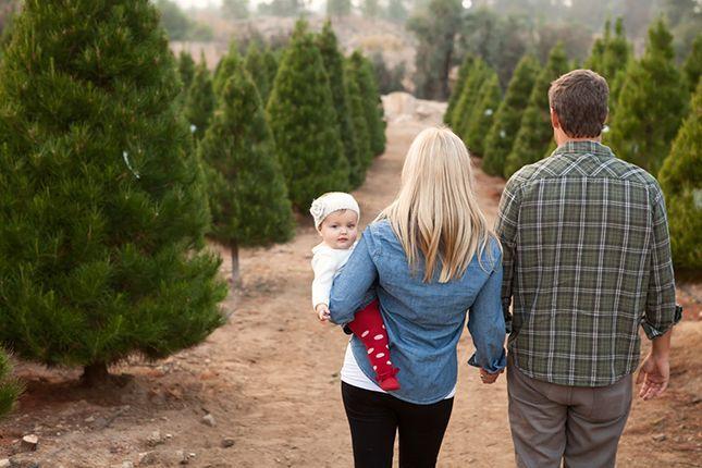 The 20 Cutest Holiday Family Photos Ever via Brit + Co.