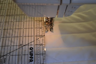 How To Sew Straight Lines  without marking the fabricQuilt Straight, Ideas, Sewing Straight Line, How To Sewing Straight, Sewing Blog, Closets Crafter, Avoid Sewing, Sewing Machine, Straight Line Machine Quilt