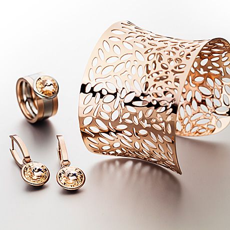 Bracelet, earrings and ring in stainless steel pvd pink and swarovski® crystals.