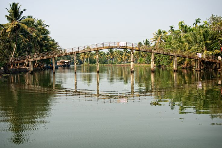 https://flic.kr/p/nQXAGo | Pedestrian Bridge in Alleppey Backwater, Kerala, India