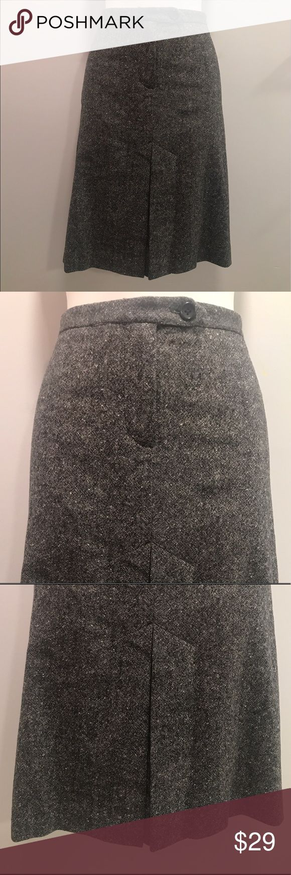 French connection wool/laine/nylon pencil skirt-4 This beautiful pencil skirt hits at the knees with a button and center pleat for some added flare. It's a unique skirt that flatters the hips while enhancing your elegance. Perfect for work and an evening stroll. French Connection Skirts Pencil