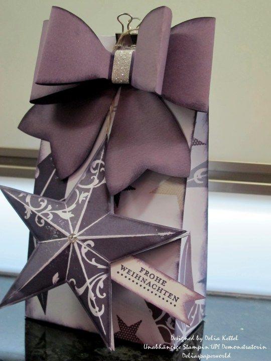 Deliaspaperworld; One-Sheet-Box, Ausgangsblatt hatte die Maße: 8 1/4″ X 11 1/2″, gefalzt bei 2″; 5 1/2″, 7 1/2″ und 11″ – dann das Blatt um 90° drehen und bei 2″ falzen. Gestempelt mit den Farben Aubergine, Pflaumenblau, Blauregen und Saharasand.