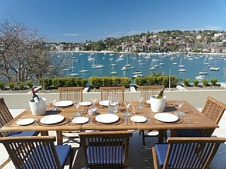 Sunny, Waterfront Darling Point holiday apartment... http://www.homeaway.com.au/holiday-rental/p404676728 #sydney #apartments