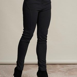 AISHA slim fit pants, black.  Pants with stretch. Slim fit with a reasonable high waist and beautiful crossings/stitching on the legs which makes the legs look skinnier. We recommend that you buy this pair of pants in a size smaller than usual.
