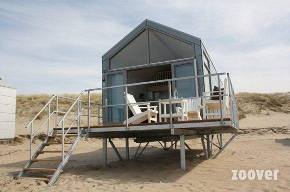 Strandhuis met terras voorkant