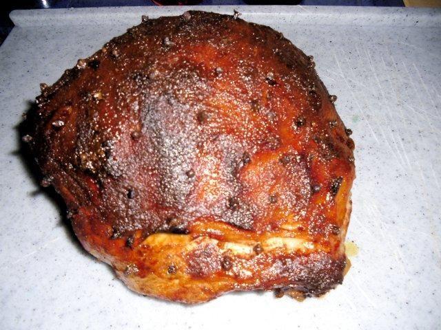 Das perfekte Virginia-Schinken-Braten-Rezept mit Bild und einfacher Schritt-für-Schritt-Anleitung: Fleisch in einen Topf geben und mit Wasser aufgiessen…