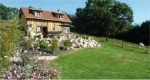 Les Gîtes du Martinaa à Saint Martin de la Lieue dans le Calvados en Pays d'Auge, piscine et parc animalier avec des animaux rares ou en voie de disparition, lapins, dindons et oies, moutons, chèvres et ânes.