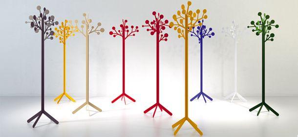 Percheros multicolores de metal, de Imaginaierro.