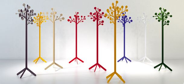 Multicoloured metal coat-stands by Imaginaierro.