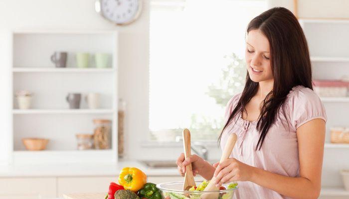 Экономные блюда на каждый день, доказывающие, что бюджетная еда может быть вкусной и полезной. Рецепты с фото помогут приготовить быстрый и сытный ужин.