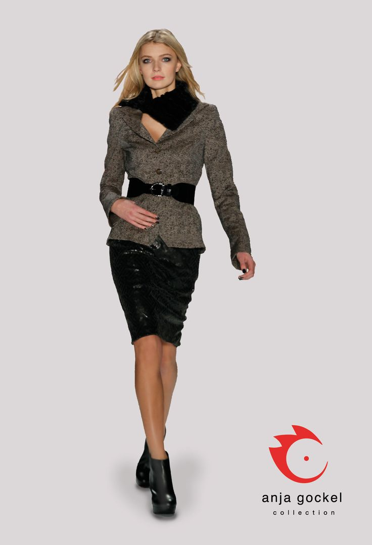 A lovely business outfit with a special touch. A luxurious pencil skirt made from leather sequins combined to a classy blazer in jacquard fabric. The wide belt that accentuates the waistline and the fun fur scarf add a sophisticated tone to the already highly elegant outfit.