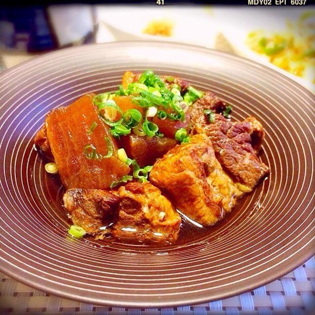 黒酢レシピ第2段*\(^o^)/* ハルちゃんのまねっこで豚バラ肉で作りました♫大根と煮ました☆さっぱり柔らかく頂けてとっても美味しかったです(((o(*゚▽゚*)o)))里美さん、嬉しいレシピ、ありがと〜ございます☆*:.。. o(≧▽≦)o .。.:*☆ - 317件のもぐもぐ - 里美さんの料理 簡単過ぎるスペアリブの黒酢煮を豚バラ肉で♫ by suzuranranran