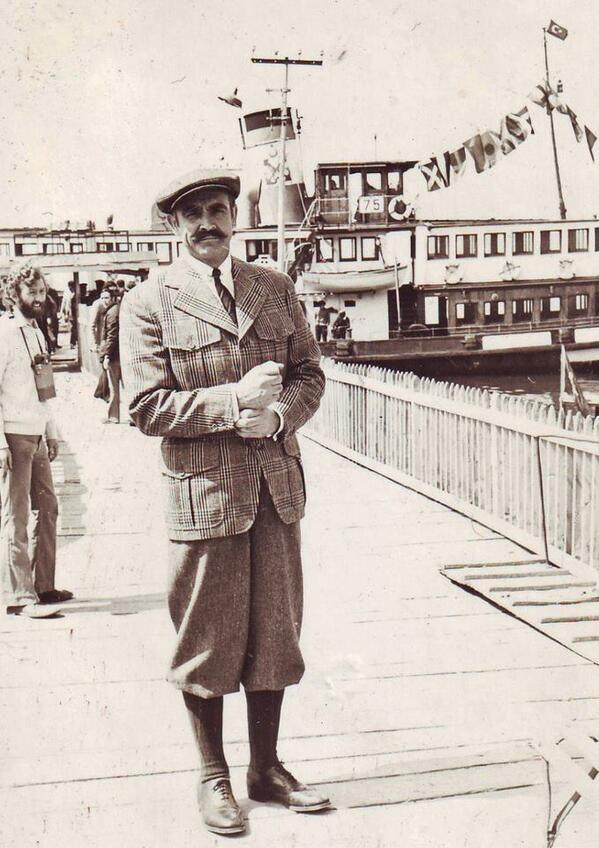 Sean Connery Büyükada'da. 1974 yılında, Agatha Christie romanı - Murder on the Orient Express - Doğu Ekspresinde Cinayet -'in filmini çekmek için İstanbul'dalar. #İstanbulNostaljisi