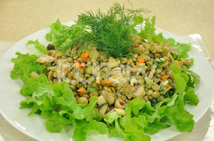 Mantarlı Yeşil Mercimek Salatası #MantarlıSalata #MercimekSalatası http://www.kure.tv/foto-galeri/mantarli-yesil-mercimek-salatasi/1