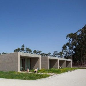 Brick+blocks+hold+separate+classrooms+at+Fonte+de+Angeão+School+by+Miguel+Marcelino