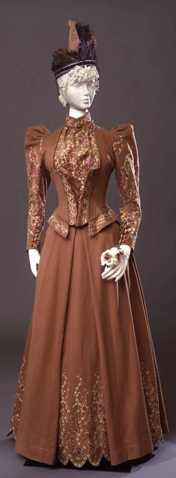 1891 walking dress from Pitti Palace Costume Gallery. Walking dress in two parts (bodice and skirt), by Sartoria Giuseppa Giabbani Mode e Confezioni, Florence