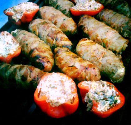 Baconinlindade köttfärsrullar. basilika o koriander i,  - paprika, +cayenne +jalapeño