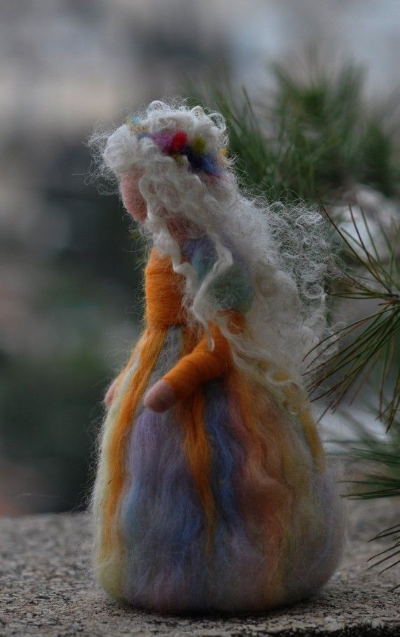 This needle-felted summer-maiden will supply the right mood and atmosphere to your nature table, book shelf or any other place. According to Waldorf