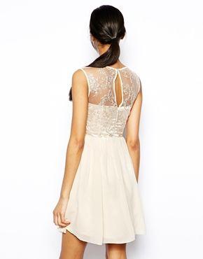 платье с кружевным верхом, спина