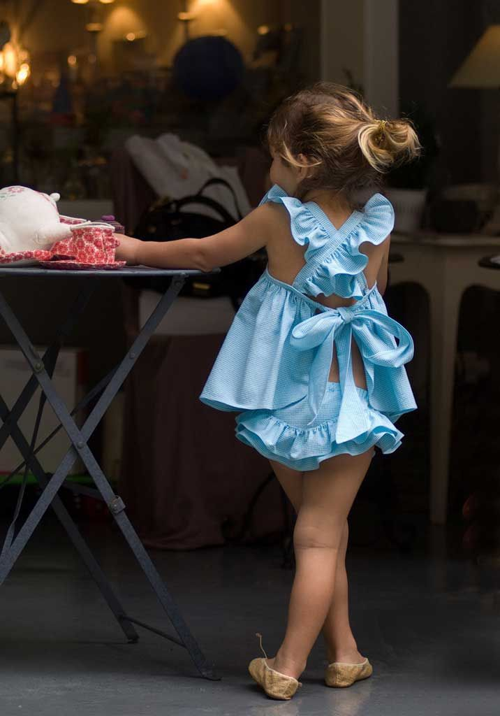 I so want to get this for Sasha!  How adorable!  I wish I could sew! Turquoise apron dress with flounces Brief | No No Valentina