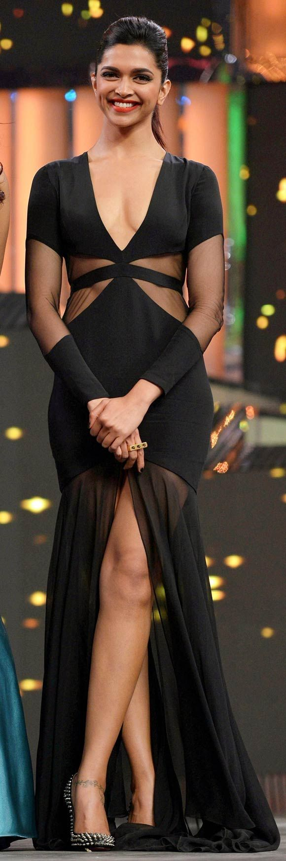 Deepika Padukone at The Filmfare awards 2013