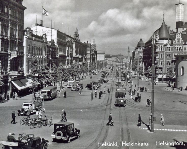 Kuva Helsingin Erottajalta, kuva on 1930-luvulta. Kortissa ei leimoja eikä vuosilukua